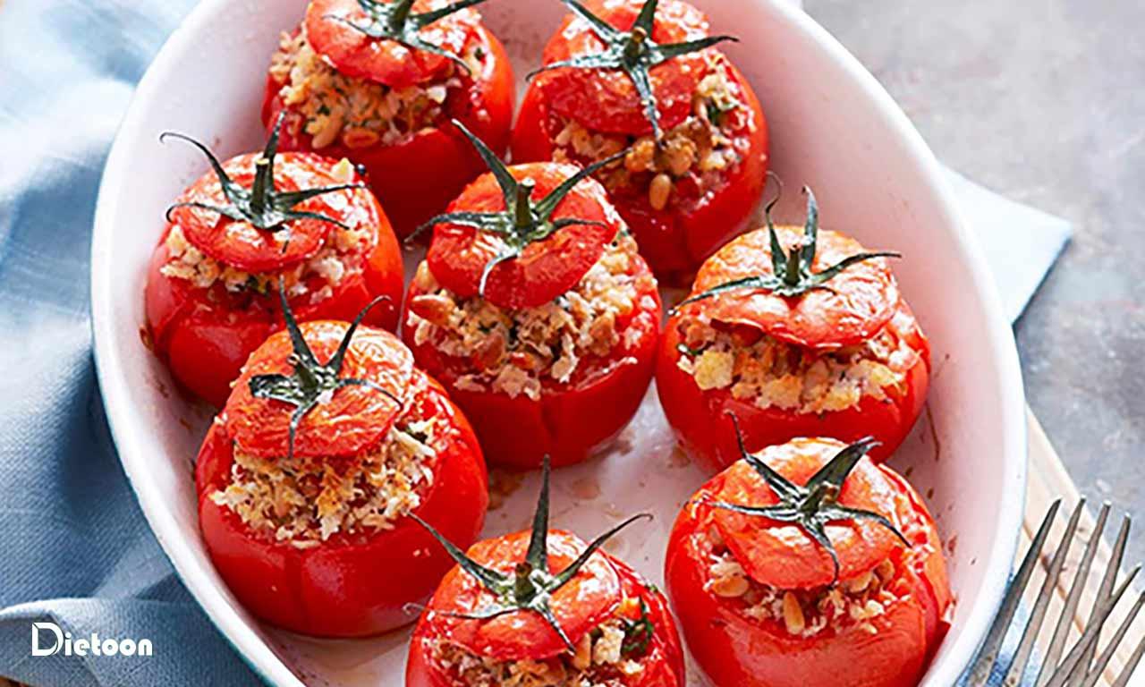 مرحله سوم آماده سازی گوجه فرنگی مدیترانه ای