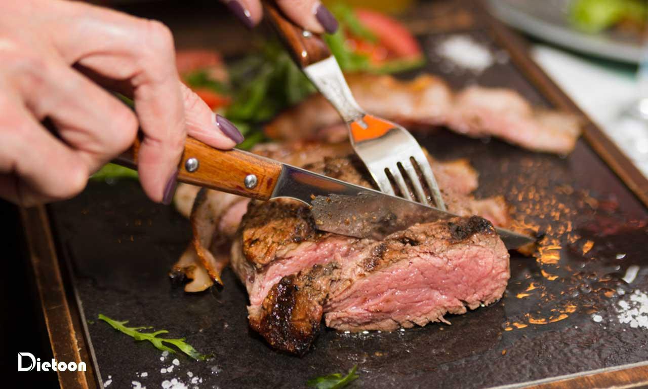 گوشت سرشار از مواد مغذی شامل آهن ، روی و سلنیوم